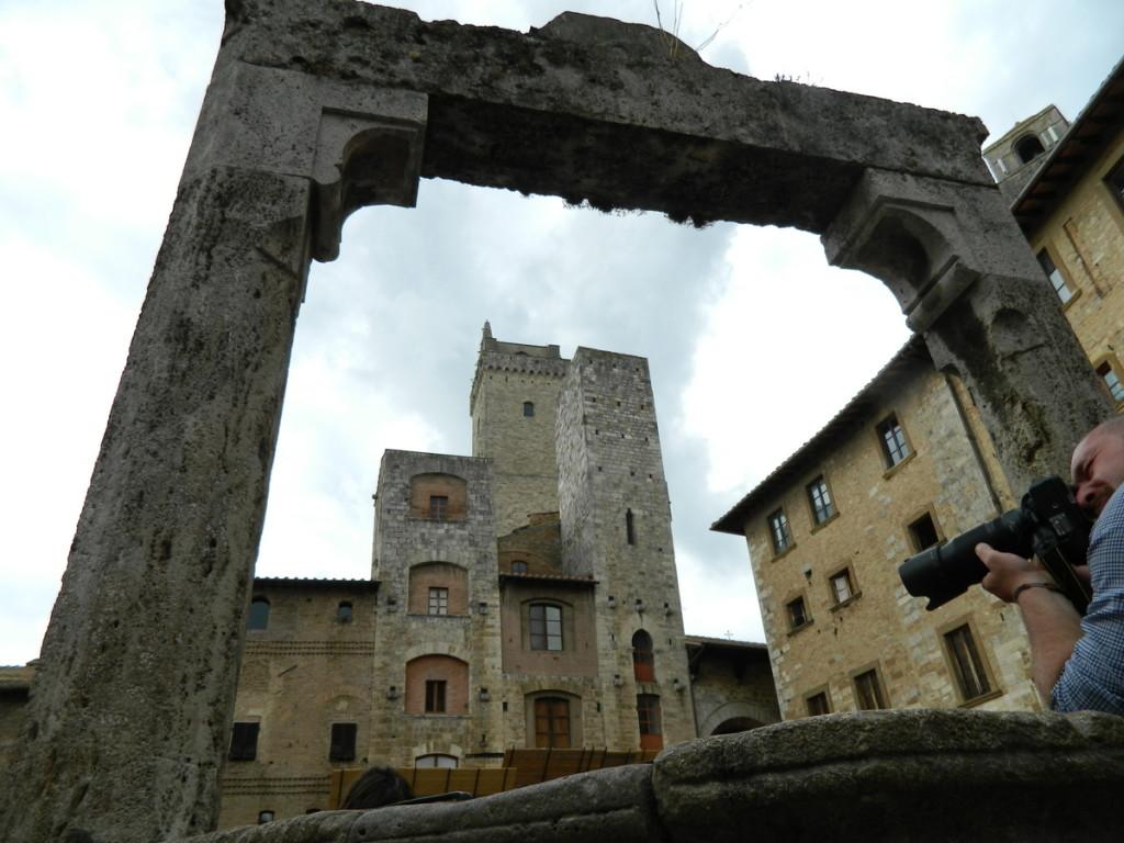 Piazza Cisterna, San Gimignano, Tuscany.