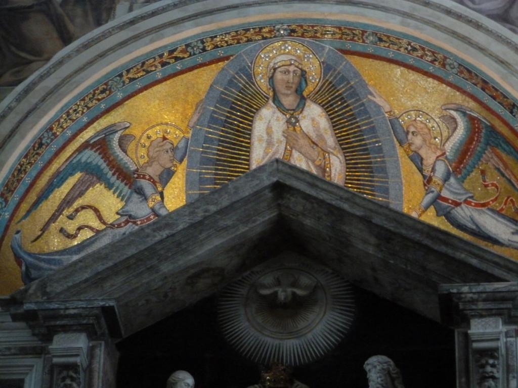 Mosaics above a side altar (Duomo, Pisa)