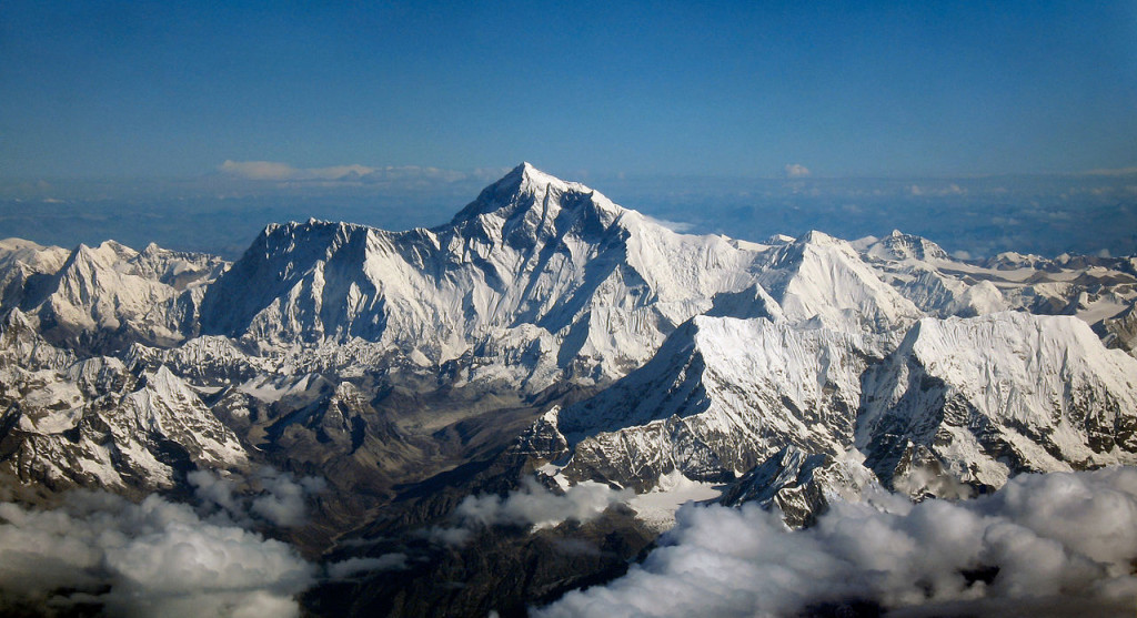 1280px-Mount_Everest_as_seen_from_Drukair2_PLW_edit